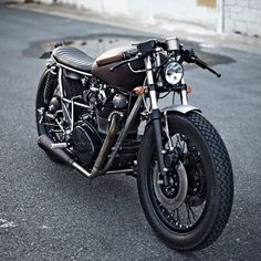 Clean looking Yamaha XS650 by Clutch Custom of Paris France.