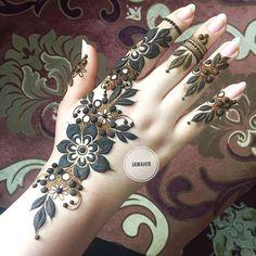 #lal_hatheli ⭐️ Eid henna inspiration ✨✨✨ #Repost @jawahir_711 ・・・ ما احننننننننني للعيد والله و بخصوص حجوزات شهر ٧ باقي كذا يوم بس للتواصل 98977668 #xina #blendwithtrend #bodmonlikes #mehendi #xına #henna #makeupbymus #mehndi #mehndidesign #indianweddingbuzz #mehendidesign #hennatattoo #mehndinight #mehndilondon #indianbride #hennaartistlondon #asianbride #bridalmehndi #sangeet #hennaartist #hennanight #mendi #bridalhenna #saadiya_rahman #hennalondon #mehndiartistlondon #mehndiartis...