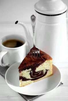 ☜♥☞ café - Marble Butter Cake via Life Is Great Fika in any language! Café y bizcocho marmolado Marble Butter Cake - rich, chocolaty and buttery all in one. From a recipe older than I! If you& watched Ratatouille (my absolute favorite animation ev Food Cakes, Cupcake Cakes, Cupcakes, Cake Recipes, Dessert Recipes, Dessert Food, Drink Recipes, Café Chocolate, Un Cake