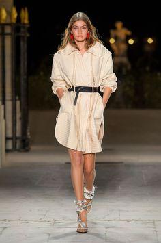 39 Looks From the Isabel Marant Spring 2017 Show - Isabel Marant Runway Show at Paris Fashion Week London Fashion Weeks, Fashion Week Paris, Fashion 2017, Love Fashion, Runway Fashion, Fashion Show, Fashion Design, Isabel Marant, Podium
