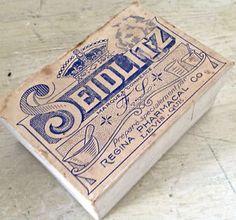 Très ancienne boîte de pharmacie. Lévis