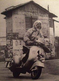 Piaggio Vespa, Lambretta Scooter, Vespa Scooters, Vespa Girl, Scooter Girl, Vintage Images, Vintage Art, Course Vintage, Classic Vespa