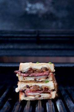 Steak & Potato Barbecued Grilled Cheese / B's in the Kitchen #recipe