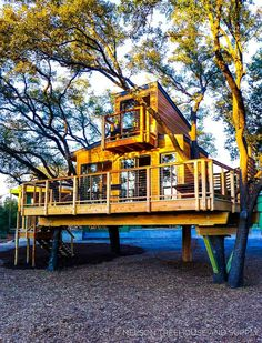 More ideas below: Amazing Tiny treehouse kids Architecture Modern Luxury treehouse interior cozy Bac Treehouse Masters, Treehouse Kids, Beautiful Tree Houses, Cool Tree Houses For Kids, Luxury Tree Houses, Modern Tree House, Patio Grande, Cozy Backyard, Backyard Retreat