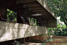 <p>Pritzker-prize winning architect Paulo Mendes da Rocha is known for his innovative use of concrete and steel on his projects. His residence in Sao Paulo is no exception. His bold simplicity is seen