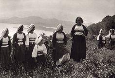 Women from Corfu, 1903 Frederic Boissonnas Andre Kertesz, Corfu Greece, Crete, Old Photos, Vintage Photos, Magnified Images, Greece Photography, Greek History, Parthenon