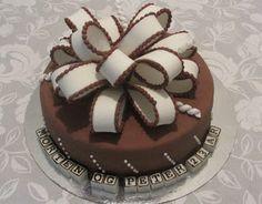 Emmas KakeDesign: Pakkekake med stor rufsete sløyfe