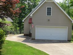 This adorable 3 bedroom bungalow on Lake Hartwell is just 3 minutes to Portman Marina!!