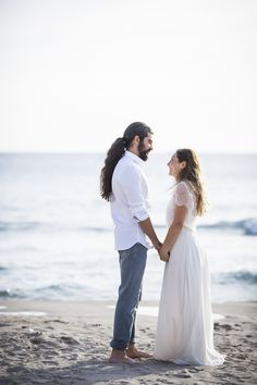 Lilit & Razmig, un shooting d'inspiration Seaside | Garance & Vanessa photographe mariage, portrait, événement #garanceetvanessa #mariage #shootingdinspiration #photographedemariage #mariés #couple #wedding #weddingphotographer #seaside  #couple  #sea #maisonfloret