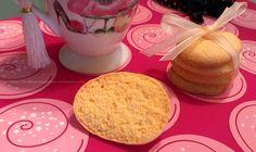 Ibiscotti secchi senza glutine, burro, lattosio e proteine del latte vi faranno dimenticare i glutinosi Oro Saiwa. Ideali con il tè delle cinque per una salutare merenda fatta in casa, sono squisi...