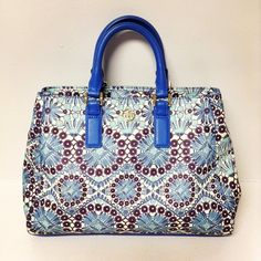 Tory Burch tote $199.99 item #19053-5 Alexis Suitcase  At the Johns Creek location! For info or to purchase please call 770.390.0010 ex 2 #AlexisSuitcase #Consignmentatlanta #consignment #resale #highenddesigner #designer #consign #atlanta #atlantaconsignment #consignatlanta #resaleatlanta #luxury #luxuryfashion #fashioninspiration #toryburch #toryburchtotebag by alexissuitcase