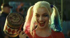 """Harley Quinn es uno de los personajes más importantes de Suicide Squad, medios como The Daily Beast incluso afirman que es """"el corazón de la película"""". Y es que su nuevo look ha sido muy aclamado por los fans de los cómics de DC.La nueva Harley Quinn, interpretada por Margot Robbie, usa un maquillaje y ca"""