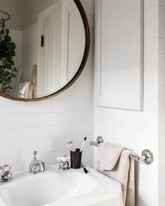 Huge Round Mirror To Make The Bathroom Bigger