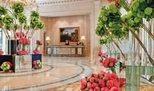 Flower Power: Acclaimed Floral Designer Jeff Leatham Opens Exclusive Workshops for Guests of Four Seasons Hotel George V Paris Hotel Paris, W Hotel, Paris Hotels, Hotel Lobby, Hotel Guest, Four Seasons Hotel, Hotels And Resorts, Best Hotels, Luxury Hotels