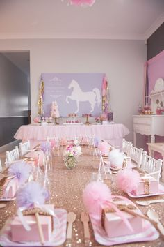 Love all this pink and sparkly kids party, girl party ideas