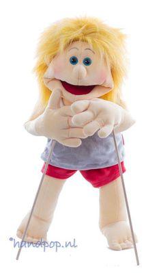 Lum is een vrolijke en sportieve, jongens-handpop, 65 cm groot en van het merk Living Puppets. Living Puppets, Groot, Outdoor Decor, Charity, Friends