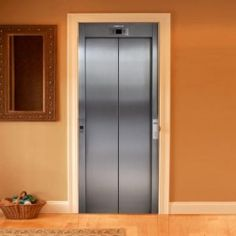 Style your door trompe-l'oeil Lift by Couture Deco