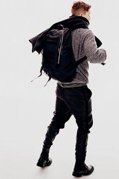 ラグ&ボーン(rag & bone)が2015-16年秋冬メンズコレクションをニューヨークで発表した。 今シーズンのテーマは「アーバンアーマー(都会の戦士)」。気だるさを感じさせるシル...