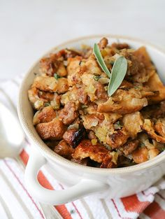 Thanksgiving dinner requires a great Thanksgiving stuffing, or Thanksgiving dressing recipe! We've got a whole list of the BEST Thanksgiving stuffing recipes for your Thanksgiving dinner! Thanksgiving Stuffing, Thanksgiving Side Dishes, Thanksgiving Recipes, Holiday Recipes, Thanksgiving Dressing, Thanksgiving 2016, Hosting Thanksgiving, Holiday Meals, Crock Pot Slow Cooker