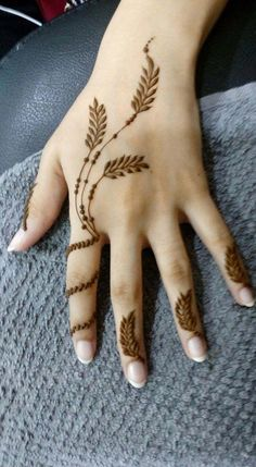 Pin For Trend Presented Stunning Henna Tattoo Designs That You Must Try On This Eid - Henna Tattoos 2019 (Latest Henna Designs) Henna Tattoo Designs Simple, Finger Henna Designs, Mehndi Designs For Girls, Modern Mehndi Designs, Dulhan Mehndi Designs, Mehndi Design Photos, Mehndi Designs For Fingers, Beautiful Henna Designs, Latest Mehndi Designs