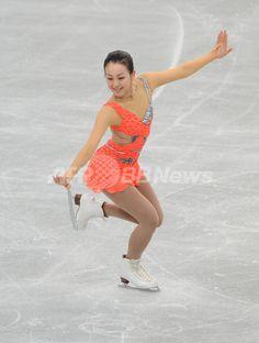 浅田がSP首位発進、NHK杯 国際ニュース:AFPBB News