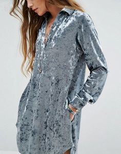 Buy Glamorous Relaxed Dress In Crushed Velvet at ASOS. Get the latest trends with ASOS now. Kurta Designs, Vestidos Retro, Casual Dresses, Fashion Dresses, Velvet Fashion, Chic Outfits, I Dress, Dress Patterns, Vintage Outfits