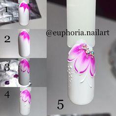 Instagram media by euphoria__nailart - Простой МК  Цветочек пятиминутка!) 1) Типс перекрыт белым гель-лаком,затем покрываем базой (НЕ сушим). Делаем подмалевок цветным гель-лаком (по не просушенной базе). 2) Даем гель-лаку растечься,затем сушим 30сек.  3) Этим же гель-лаком прорисовываем грани лепестков- сушим. Покрываем топом-сушим.  4) Делаем прорисовку белой гель-пастой,сушим.  5) Крепим стразы и бульонки на цветочек,сушим. ГОТОВО!) #мк #мастеркласс #мкногти #мастерклассногти #art #top...
