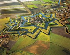 AMAZING OLDE MILITARY FORTIFICATIONS WITH 3 DIFFERENT LEVELS OF MOATS AND DEFENSIVE ISLANDS!