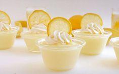 Υλικά για 4-6 άτομα 3 λεμόνια (για το χυμό τους και μια φλούδα) 4 φλιτζάνια ζάχαρη 4 κούπες αλεύρι για όλες τις χρήσεις 3 μεγάλα αυ...