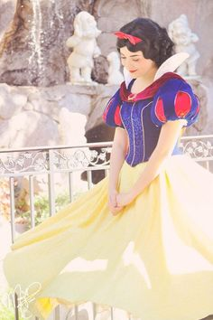 Character: Snow White / From: Walt Disney's 'Snow White' / Cosplayer: Unknown