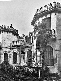 Μέσα σε ένα στοιχειωμένο αρχοντικό της Θεσσαλονίκης... Thessaloniki, Macedonia, Nymph, Old Houses, Old Photos, Big Ben, Greece, Past, Places To Visit