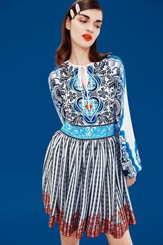 Mary Katrantzou - Pre-Fall 2017 Mary Katrantzou Pre-Fall 2017 Fashion Show Collection See the complete Mary Katrantzou Pre-Fall 2017 collection. London Fashion Weeks, Fashion Week Paris, Fashion 2017, Runway Fashion, Spring Fashion, Fashion Brands, High Fashion, Mary Katrantzou, Stockholm Street Style