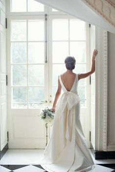 Elegant Swan House Wedding by Paperlily Photography - Southern Weddings Classic Wedding Dress, Dream Wedding Dresses, Wedding Dress Bow, Backless Wedding, Modest Wedding, Wedding Hijab, Long Sleeve Wedding, Bridal Looks, The Dress