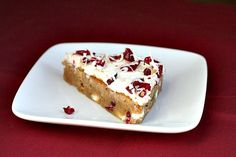 This recipe for Copycat Starbucks Cranberry Bliss Bars is a delicious fall and winter holiday dessert. Holiday Desserts, Just Desserts, Delicious Desserts, Yummy Food, Fun Food, Taste Of Home, Marshmallows, Cranberry Bliss Bars Starbucks, Yummy Treats