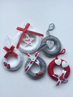 me ~ Christmas decorations- Decorazioni natalizie Christmas decorations - Christmas Decorations Sewing, Crochet Christmas Ornaments, Christmas Crochet Patterns, Easy Christmas Crafts, Christmas Projects, Handmade Christmas, Christmas Wreaths, Christmas Gifts, Magical Christmas