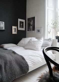 The dark side (husligheter) kesh nordic bedroom, black white bedrooms, styl Dream Bedroom, Home Bedroom, Bedroom Wall, Bedroom Decor, Master Bedroom, Bedroom Furniture, Bedroom Lighting, Bedroom Apartment, Black Furniture