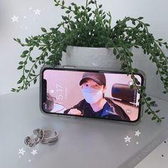 Kpop Phone Cases, Iphone Cases, Kpop Aesthetic, Aesthetic Photo, Bts Wallpaper, Wallpaper Quotes, Korean Phones, Army Room Decor, Diy Case