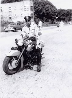 Motorbike Cop 1954 - This guys made Pop nervous the other day. Hd Vintage, Vintage Bikes, Harley Bikes, Harley Davidson Motorcycles, Cool Motorcycles, Vintage Motorcycles, Old Police Cars, Emergency Vehicles, Police Vehicles
