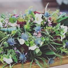 Loved creating this table arrangement for a Burns Night party! Burns Night Flower Arrangements, Burns Night Flowers, Church Flowers, Big Flowers, Vintage Flowers, Flowers Garden, Spring Flowers, Burns Night Table Decorations, Flower Crafts