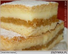 Jabłecznik z budyniem Składniki: 2 szklanki mąki pszennej 1 szklanka maki krupczatki 2 jajka 16 g cukru waniliowego ¾ szklanki cukru pudru (daję odrobinę mniej) 250 g margaryny 2 łyżeczki proszku do pieczenia Masa budyniowa: 1 litr mleka 2 budynie śmietankowe lub waniliowe z cukrem Ugotować te dwa budynie na litrze mleka. Ponadto: 1 ½ kg jabłek cukier puder do dekoracji Wykonanie: Z podanych składników wszystko razem połączyć, by powstało j...