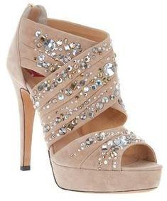 Beautiful shoes! ^-^  Zapatos con #swarovski pon #cristales en tu look para brillar como una estrella. www.vancrystals.com
