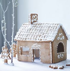 Would love to bake this Gingerbread House with my little girl during the Christmas holidays! Natural Christmas, Christmas Love, Christmas Baking, Winter Christmas, All Things Christmas, Christmas Crafts, Christmas Decorations, Christmas Sweets, Vintage Christmas