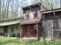 7) Findlay Ghost Town  1950 tourist attraction  now  a ghost  town