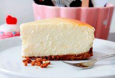 Una tarta de queso diferente: tarta de queso philadelphia al horno http://www.postresypasteles.com/tartas/una-tarta-de-queso-diferente-tarta-de-queso-philadelphia-al-horno/