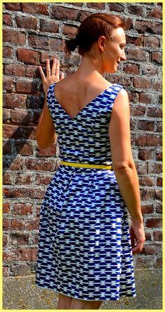 Ik maaktehieral eens een testversie van de June dress van La Maison Victor.Een testversie gezien mijn eerdere pogingen voor de Jacky dress totaal de mist ingingen...Een testversie waar ik al bij al