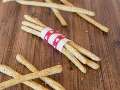 Habt ihr Lust auf das perfekte Fingerfood? Leckere Parmesan-Grissini ? Dann verrate ich Euch heute das Rezept. Wo? Auf meinem Foodblog aus Köln!!