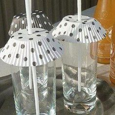 what a great outdoor picnic idea!  *This is really clever and you could definitely customize the cupcake holders and do plastic glasses even