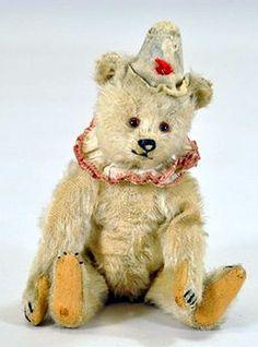 RARE EARLY STEIFF MOHAIR CLOWN BEAR. Teddy Bear Cartoon, Teddy Bear Toys, Ty Babies, Antique Teddy Bears, Teddy Bear Pictures, Charlie Bears, Vintage Dog, Bear Art, Pooh Bear