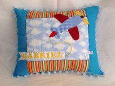 """Avião - Exclusividade """"Almofadas Patchwork"""" - Peça Única, carinhosamente personalizada para o Gabriel. Ficou uma graça a decoração de seu quarto com esta almofada que é a sua """"carinha""""."""