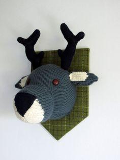 Wool Cherry   Patron gratuit d'un trophée cerf à tricoter